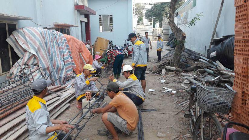 Công nhân thi công Biệt thự hiện đại Biên Hòa