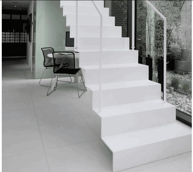 Cầu thang tận dụng diện tích trong căn Biệt thự 2 tầng