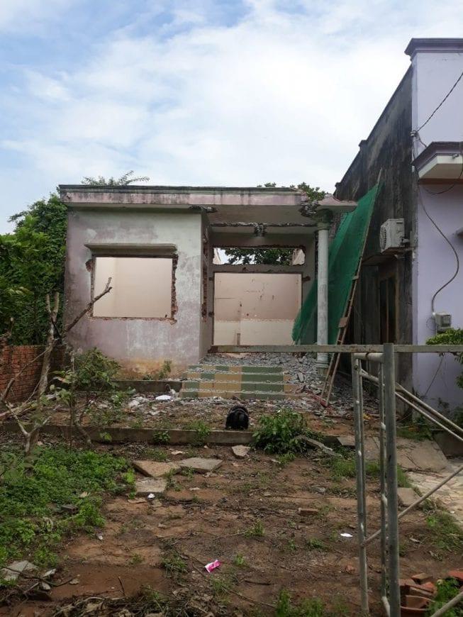 Nền nhà cũ của gia đình anh Tâm