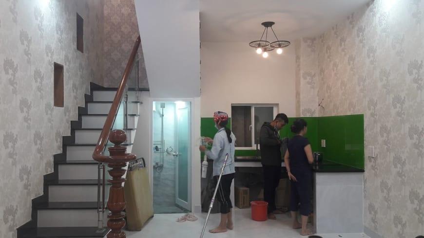 Làm vệ sinh và bàn giao nhà cho gia đình anh Quý