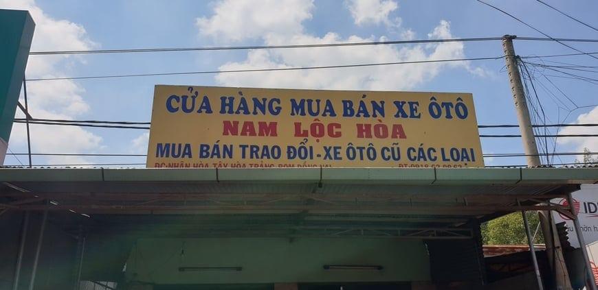 Cửa hàng mua bán ô tô của gia đình anh Nam