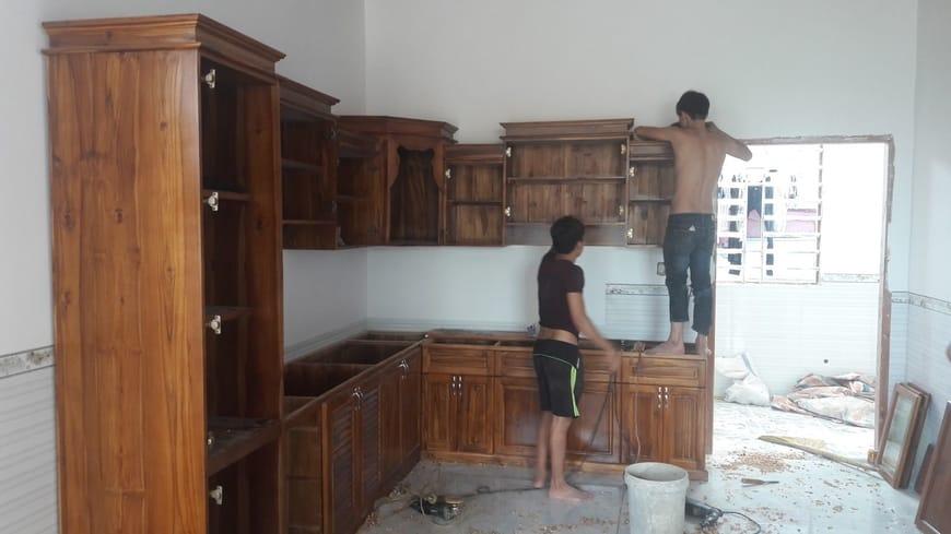 Thi công phòng bếp sử dụng các hộc gỗ tự nhiên