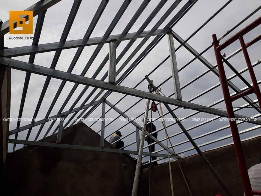 Thi công phần mái nhà phố hiện đại
