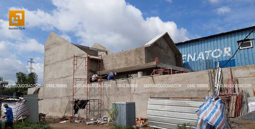 Công nhân ZCONS tô trát tường ngoài nhà
