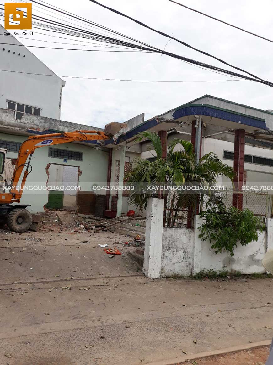 Tiến hành san lấp mặt bằng ngôi nhà cũ gia đình anh Phước - Hố Nai - Biên Hòa