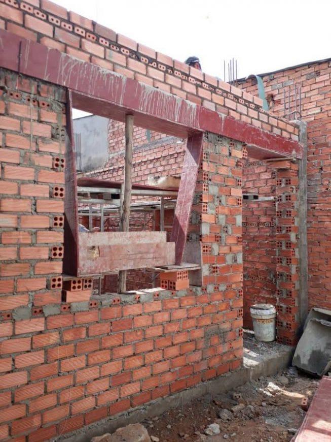 Công nhân thi công tường gạch, vách ngăn các phòng - Ảnh 6