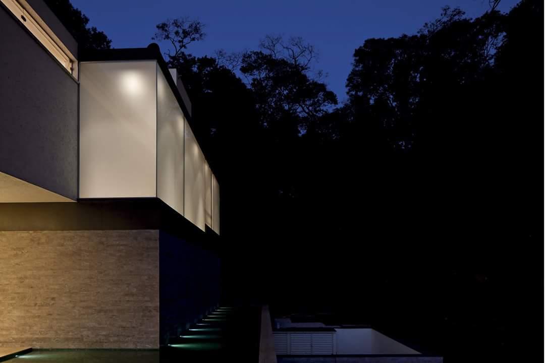 Villa kết cấu thép nổi bật về đêm