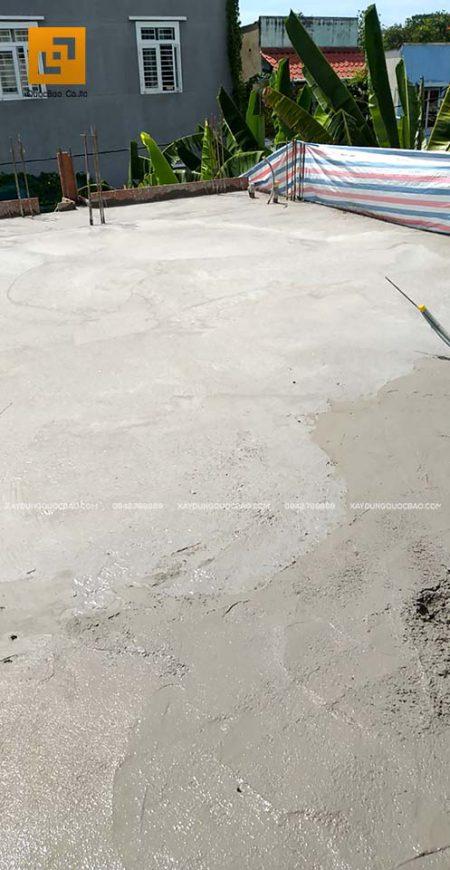 Sau khi đổ bê tông, tiến hành bảo dưỡng bê tông (độ ẩm, chất lượng bê tông)