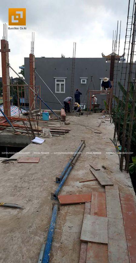 Lắp đặt coppha cột, trụ cho lầu 1