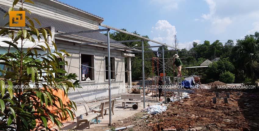 Thi công lợp mái che không gian bên hông nhà