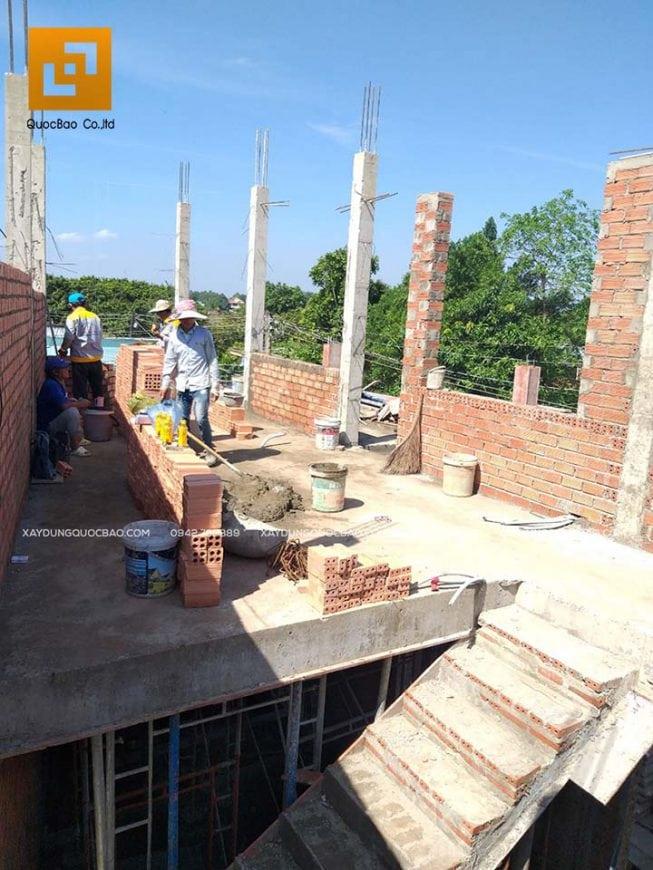 Đổ bê tông cột, trụ và tưới nước bảo dưỡng bê tông định kỳ