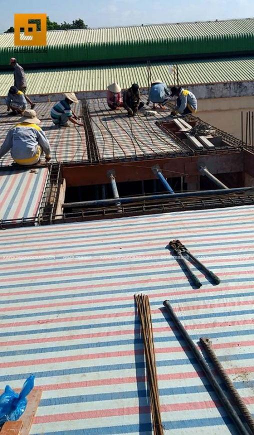 Lắp đặt cốt thép sàn, đan sắt sàn tầng tum