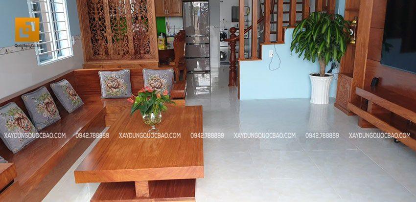 Phòng khách được chủ nhà sử dụng hoàn toàn gỗ tự nhiên sang trọng, đẳng cấp