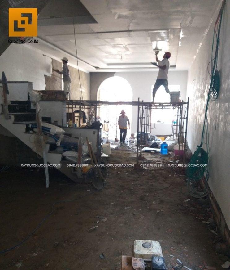 Công tác trát bả matic tường và trần nhà tại tầng trệt