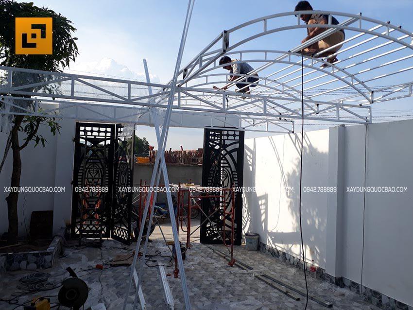 Thi công lắp đặt mái che, mái hiên nhà phố