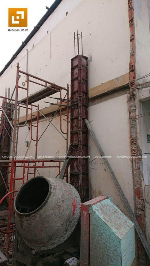 Lắp cốp pha để đổ bê tông cột, trụ