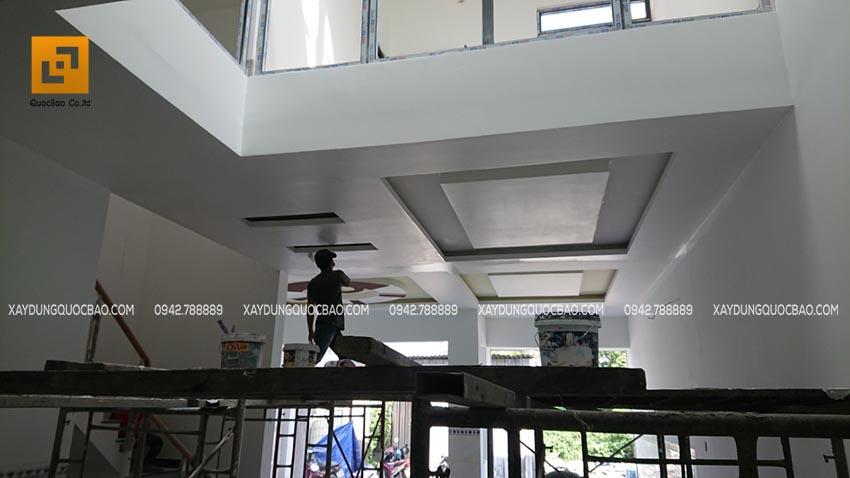 Thi công sơn nước nội thất trần và tường nhà
