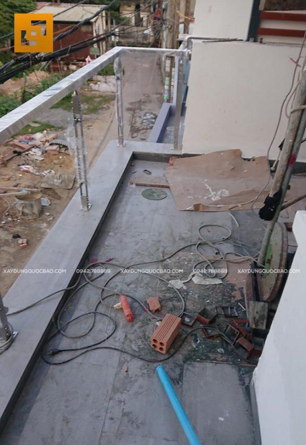 Thi công lan can kính trong suốt ở ban công