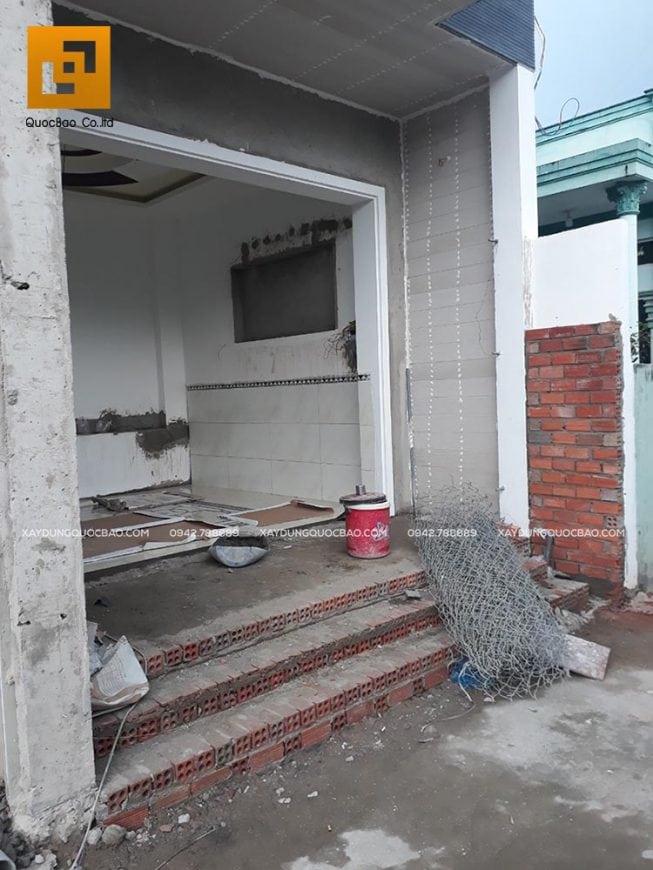 Hoàn thiện phần cổng và hiên nhà