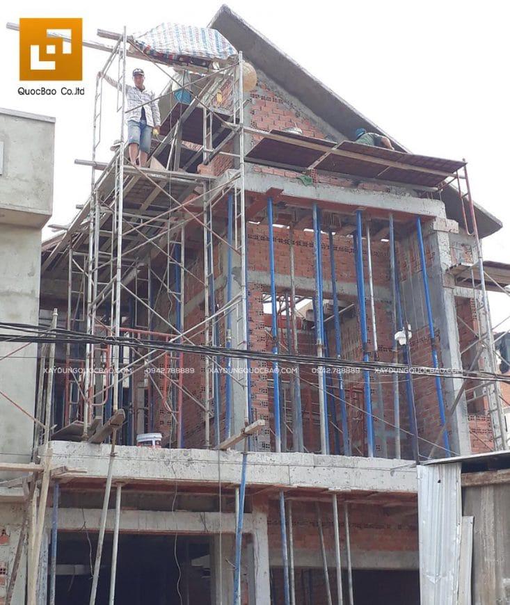 Thi công phần thô tầng 2 nhà phố 2 tầng