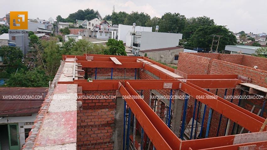 Lắp đặt cốp pha cho dầm mái
