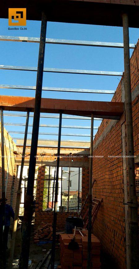 Lắp đặt hệ xà gồ mái nhà phố 2 tầng