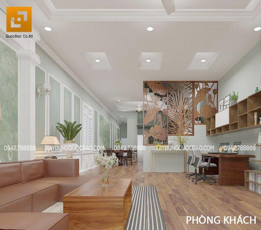 Phòng khách và phòng bếp được ngăn bằng vách ngăn cầu thang bằng gỗ mỹ nghệ và kính