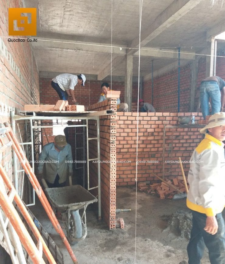 Xây tường vách ngăn giữa các phòng bên trong nhà