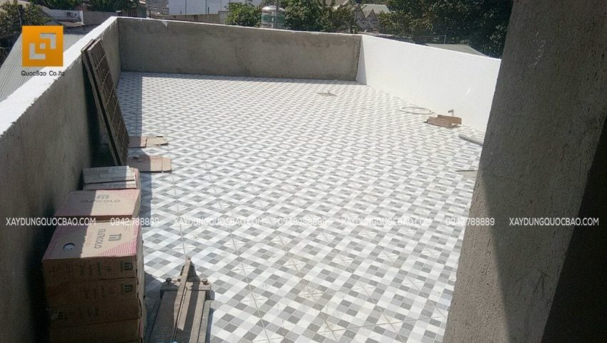 Công tác lót gạch nền sân thượng