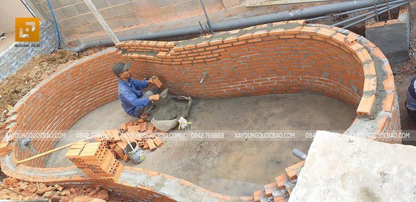 Thi công xây hòn non bộ phía trước biệt thự