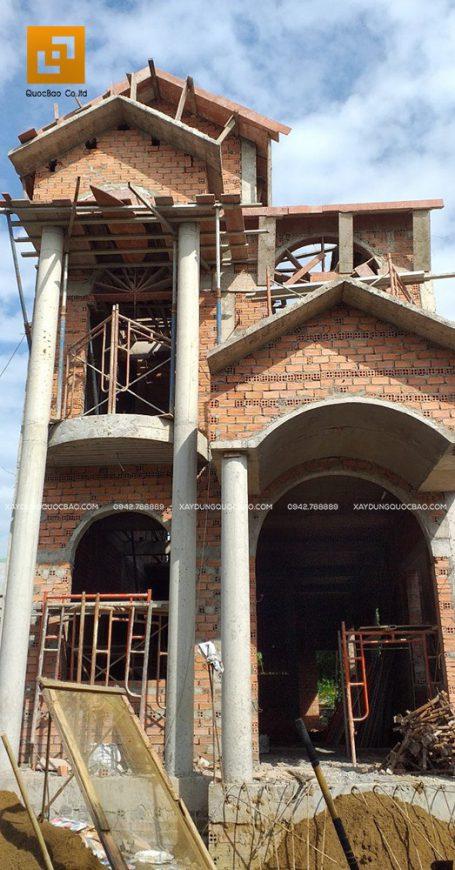Phần thô khung sườn biệt thự đã dần rõ nét hơn