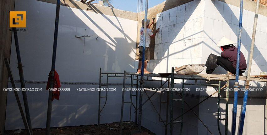 Thi công ốp gạch tường phòng khách, phòng ngủ, phòng bếp