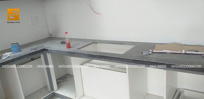 Bàn bếp được lắp đặt đá hoa cương giá trị cao