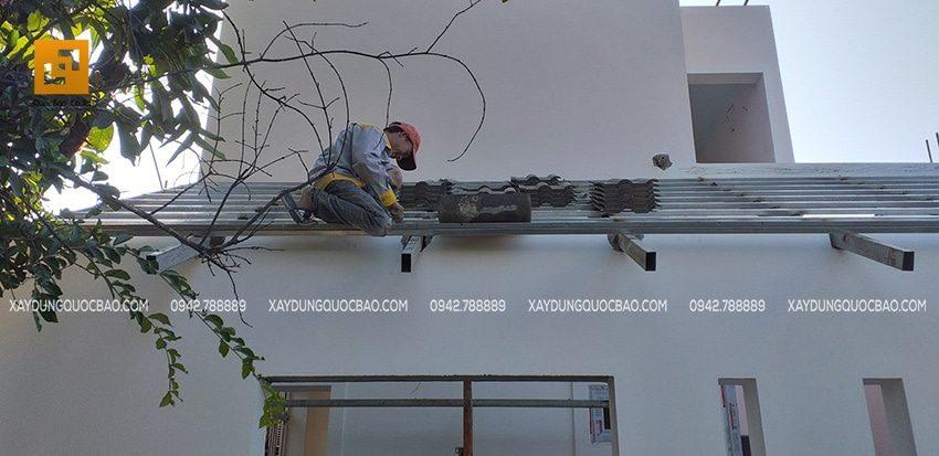 Mái vòm che cửa sổ được lợp ngói