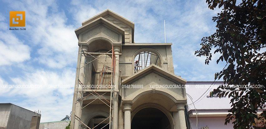 Hoàn thiện phần mặt tiền của biệt thự