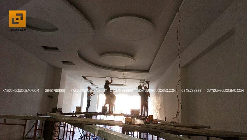 Thi công trần thạch cao tại tầng trệt