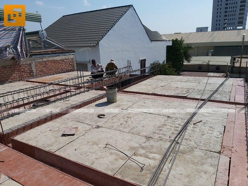 Công tác lắp đặt cốp pha dầm, sàn tầng trệt - Ảnh 5