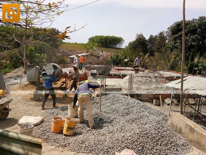 Công tác đổ bê tông sàn tầng trệt