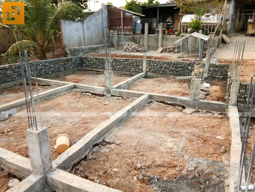 Thi công xây đá móng dầm tầng trệt - Ảnh 2