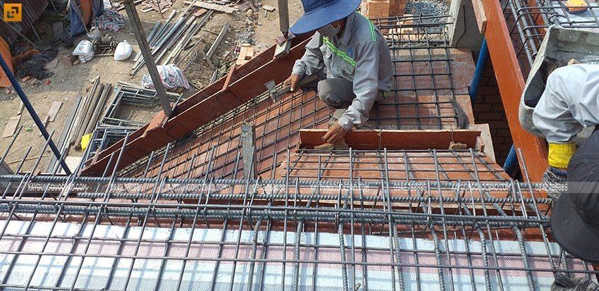 Cốt thép cầu thang lầu 1 cũng được đan ghép