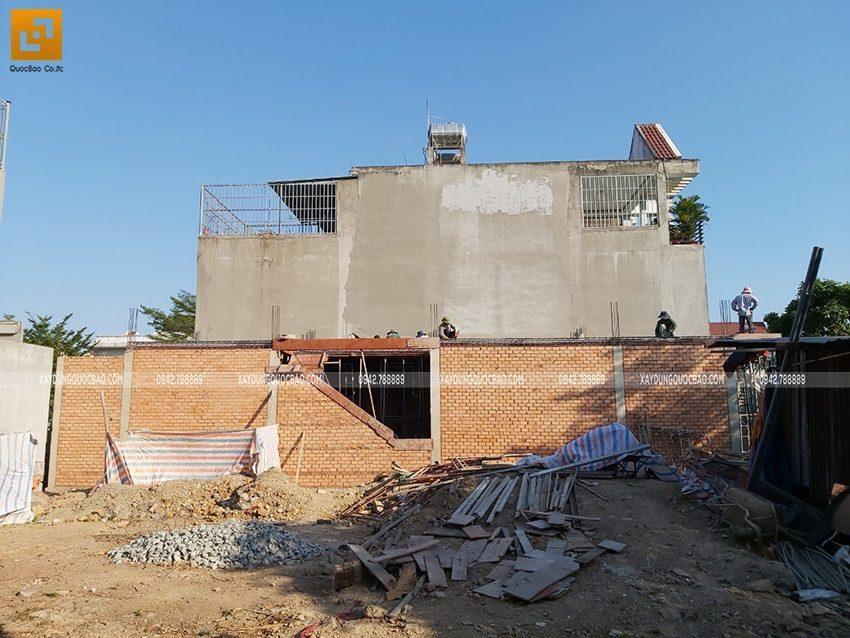 Đổ bê tông dầm, sàn tầng trệt