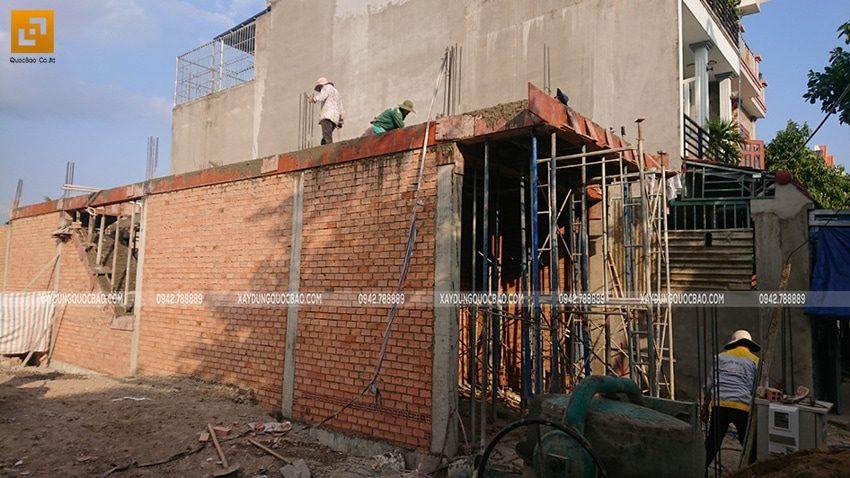 Sau khi đổ bê tông, công tác bảo dưỡng bê tông sẽ tiếp tục duy trì đến khi khối bê tông hoàn thiện