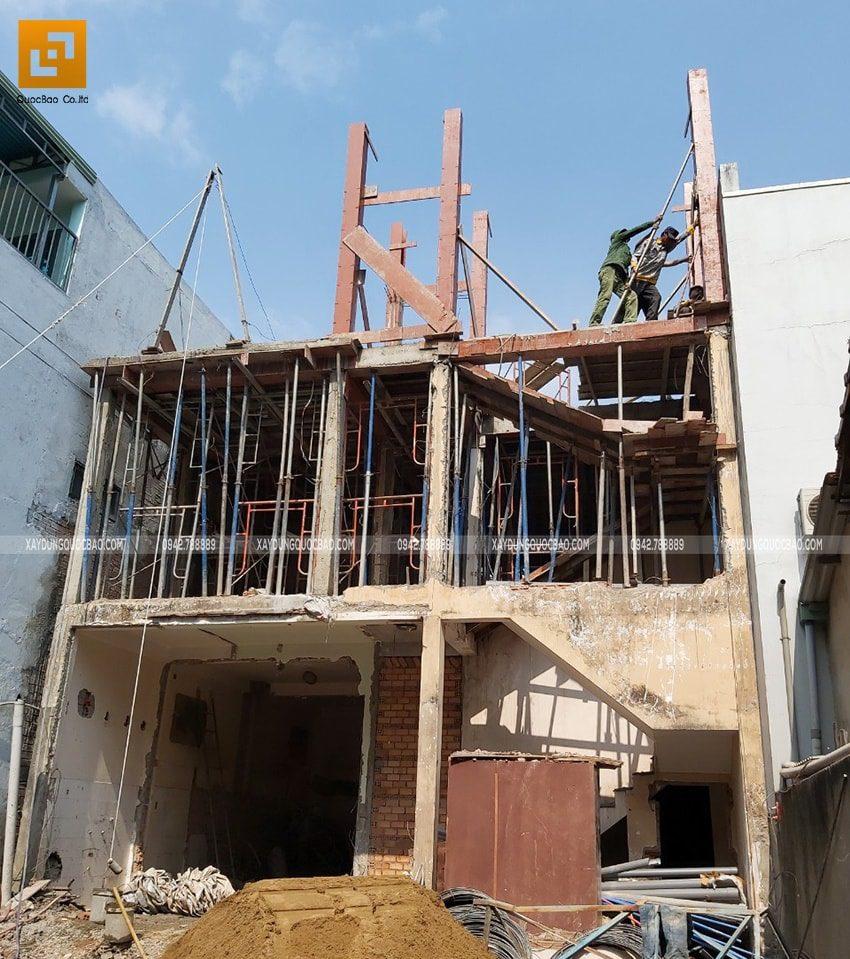 Lắp dựng cofa cột, dầm, sàn tầng tum