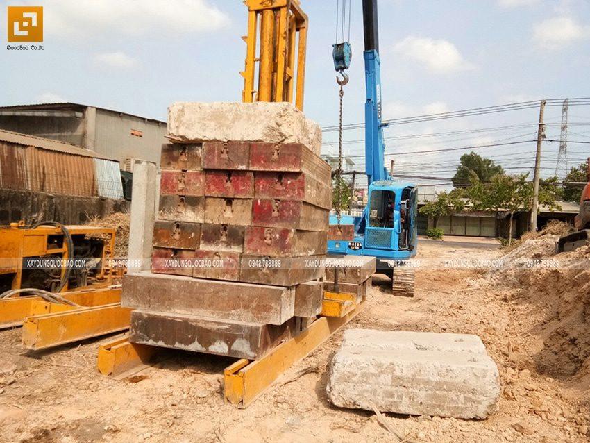 Thi công ép cọc bê tông móng nhà phố 2 tầng mái thái - Ảnh 2