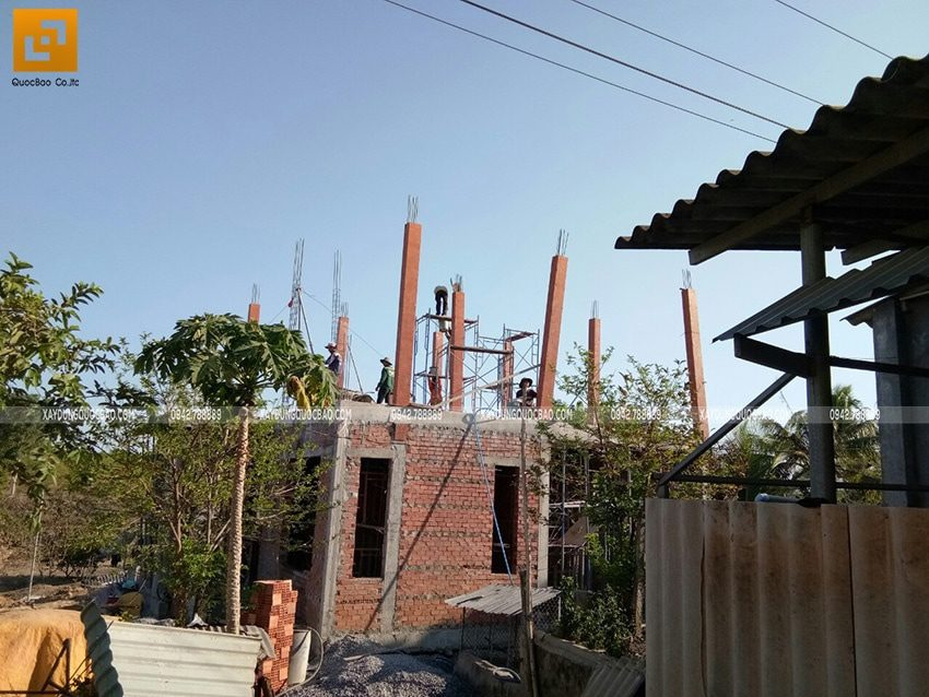 Công tác lắp dựng cốp pha trụ cột lầu 1 - Ảnh 1