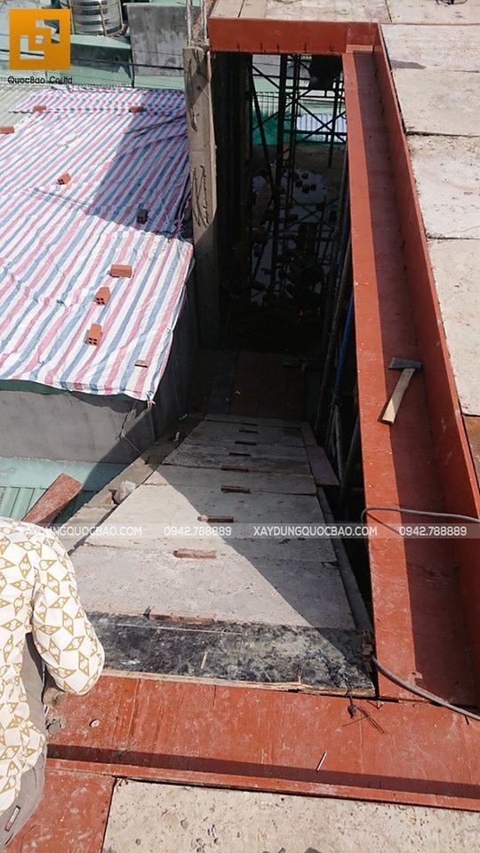 Lắp đặt cốp pha cầu thang tầng trệt lên lầu 1