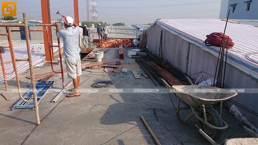 Lắp dựng cốp pha cột trụ tầng 2