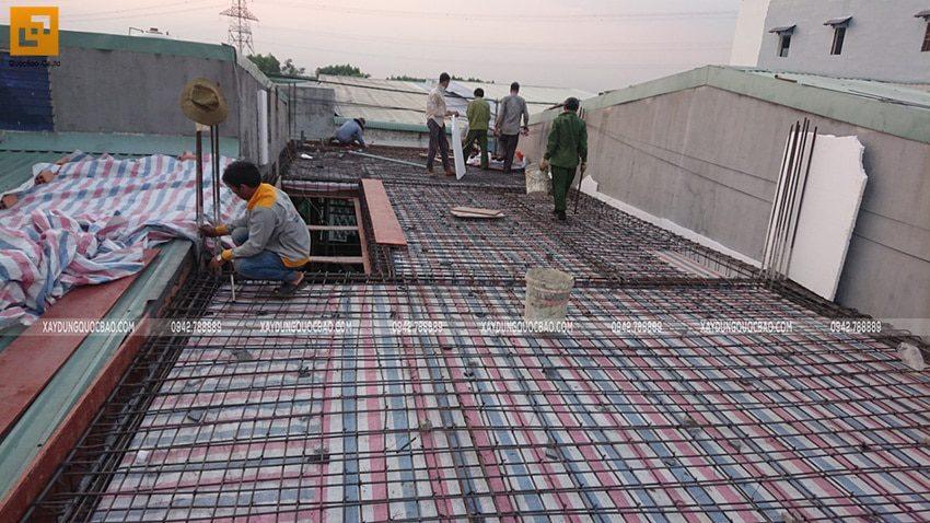 Đan cốt thép 2 lớp dầm sàn lầu 1 - Ảnh 1