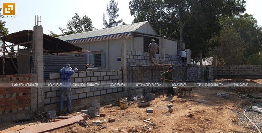 Công tác thi công tường rào, hàng rào quanh khu đất - Ảnh 9