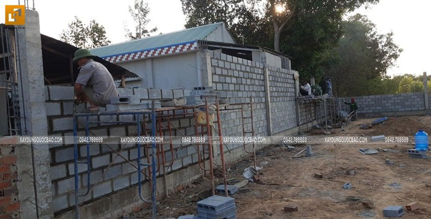 Công tác thi công tường rào, hàng rào quanh khu đất - Ảnh 11